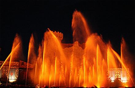 Jets d'eau illuminés - Puy du Fou, Vendée, Les Epesses